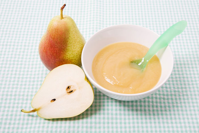 Delicious start: fruit puree for baby