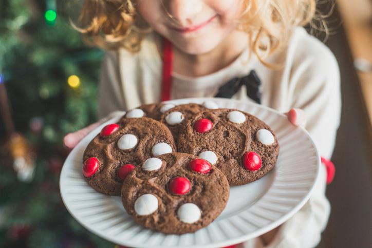 Нужно ли запрещать ребенку есть сладкое?