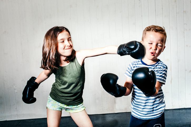 ¿Necesito enseñar a un niño a dar cambio?