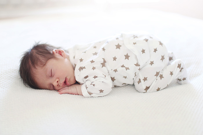 On the back or abdomen: how should the baby sleep
