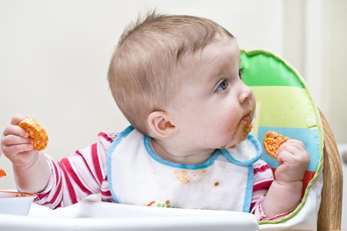 Едим руками и не толстеем: новый тренд в воспитании