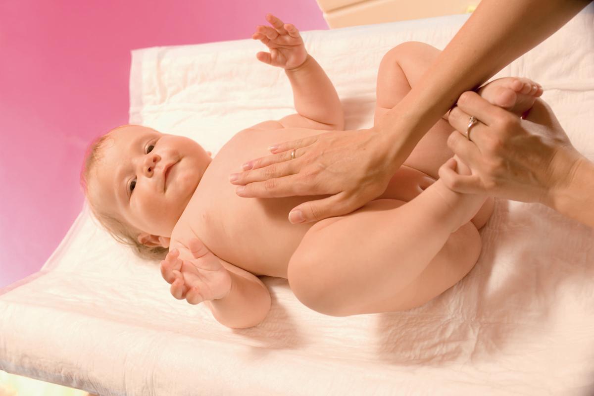С облегчением: ставим клизму малышу