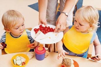 Решаем проблему: ребенок не ест в детском саду
