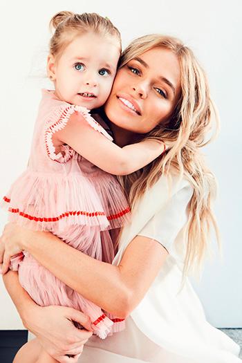 Анна с младшей дочкой Машей