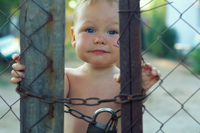 5 ways to secure the dacha for a child