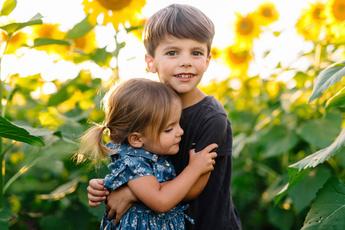 Брат и сестра: как воспитывать детей разного пола?