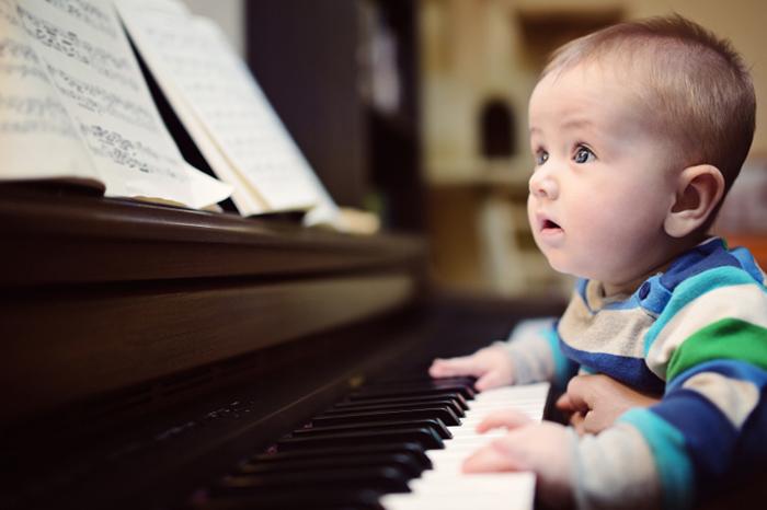 Как знакомить малыша с миром музыки и звуков