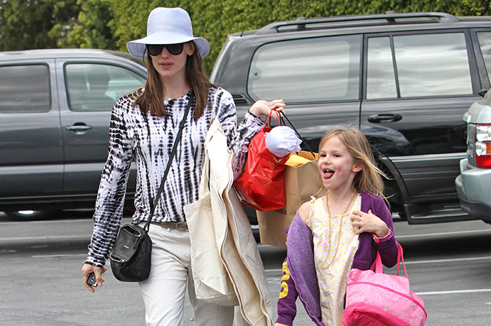 Star moms who can save on children's clothes