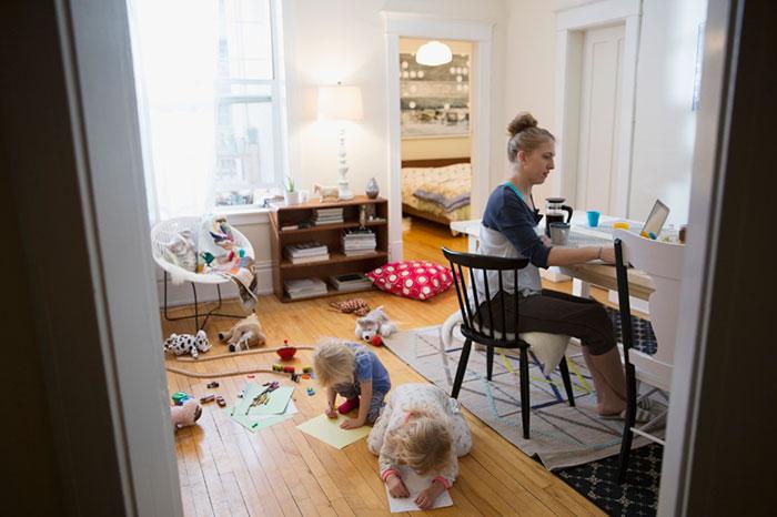 Trabajo en casa de baja por maternidad: ideas para mamás