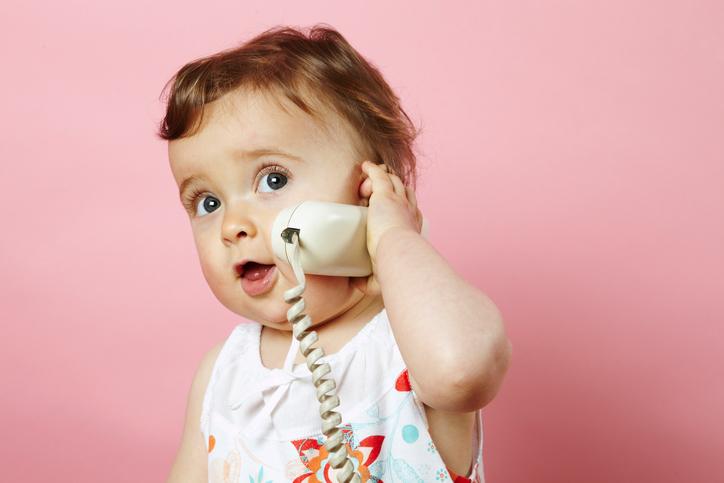 Вопрос психологу: Если ребенок к году ничего не говорит, это серьезно?