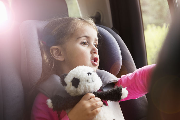 Stuck in traffic: ideas for playing with a child in a car