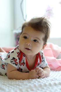 1 фото-Алисе 3 месяца, 2 фото-Алисе 4 месяца, 3 фото-Алисе 5 месяцев