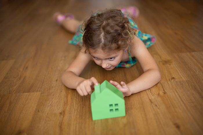 Precaución, niños: transacciones inmobiliarias.