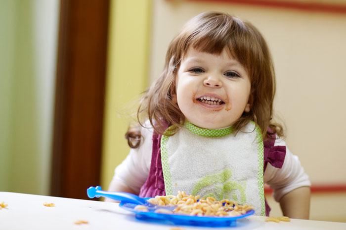 Можно и нельзя: чем кормить ребенка от 2 до 3 лет
