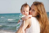 6 правил ухода за кожей малыша летом