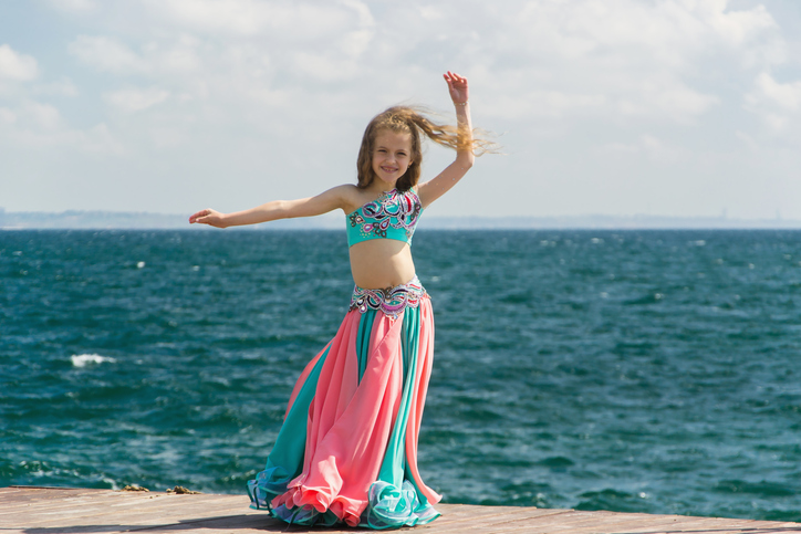 Can little girls learn belly dancing?