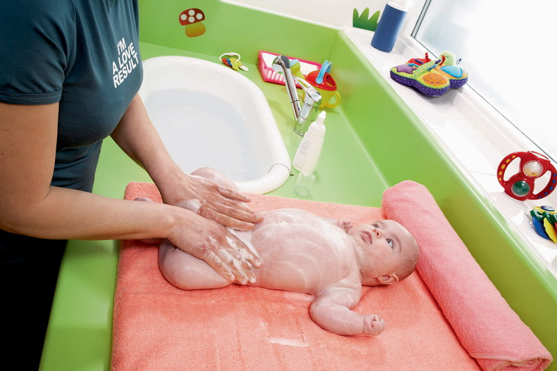 5 methods of bathing a newborn