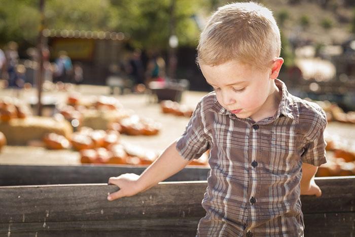 Необщительный ребенок: что делать, если у вас растет интроверт