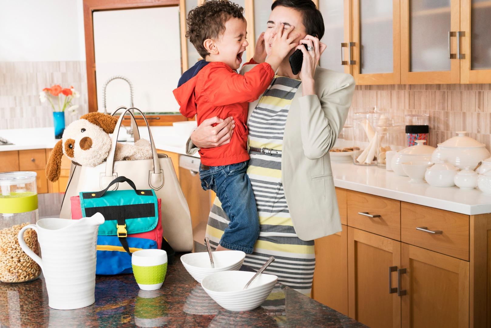 «Ребенок не дает говорить по телефону»