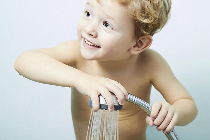Cómo sacar a un niño del baño: 5 trucos simples