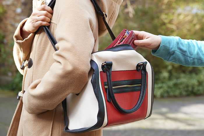 Put it right away: what you shouldn't keep in your wallet