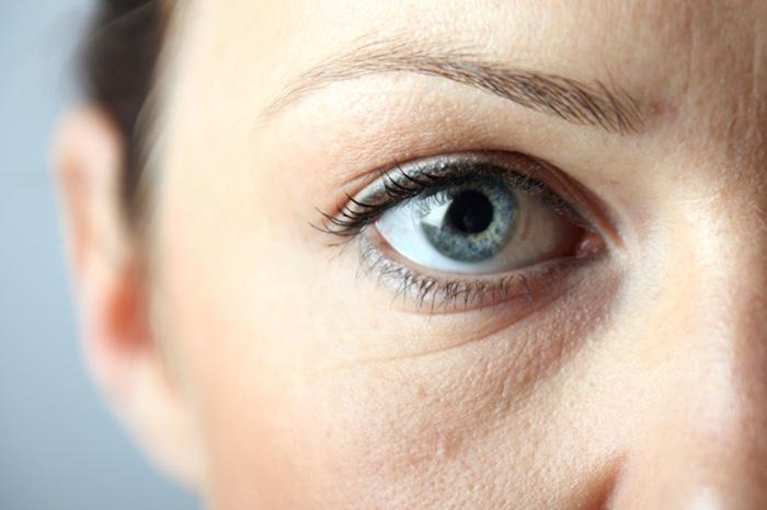 8 respuestas a preguntas sobre el cuidado de la piel alrededor de los ojos.