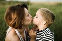 Можно ли целовать ребенка в губы?