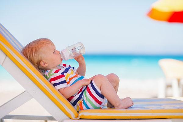 10 вещей, которые нужно взять малышу на пляж