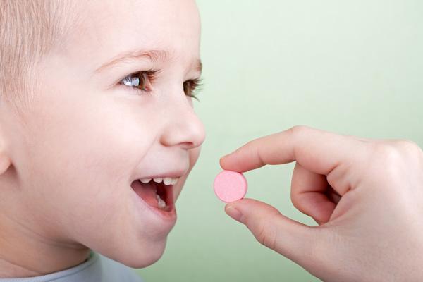 Мамины хитрости: даем ребенку лекарство