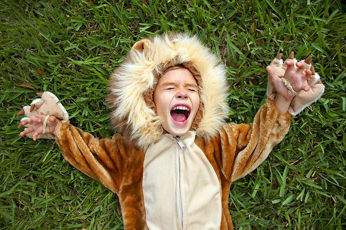 Как родителям правильно реагировать на злость ребенка?