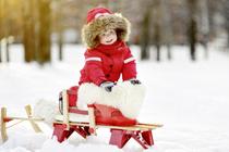 Зима для ребенка: прогулки, уход и еда