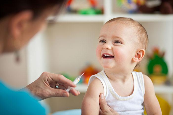 Стоит ли делать детям прививки?