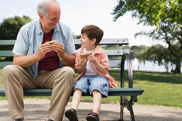 ¿Por qué los niños modernos necesitan un abuelo?