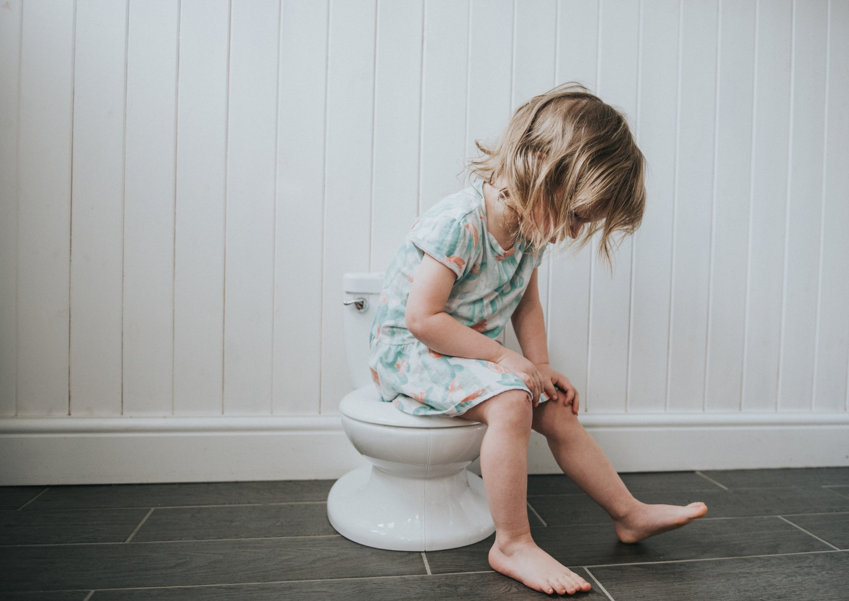 Детский цистит: признаки и помощь