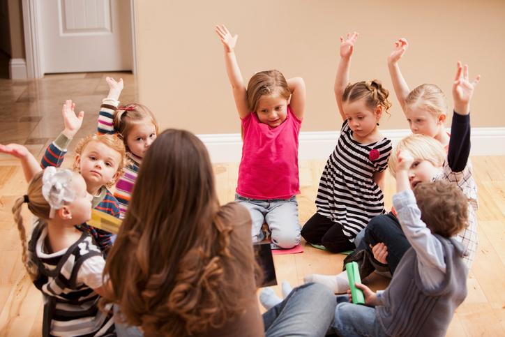 Обязательно ли отдавать гиперактивных детей в садик?