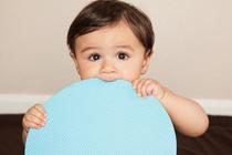 8 странных привычек у малышей до года