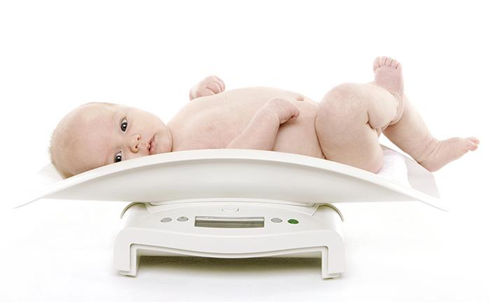 Почему младенцы теряют вес после рождения