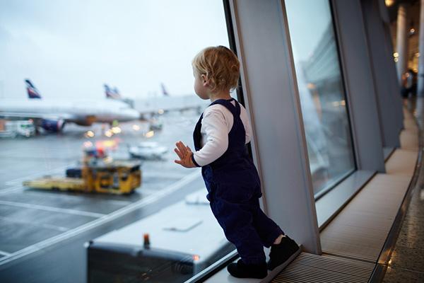К полету готов: правила комфортного путешествия с ребенком