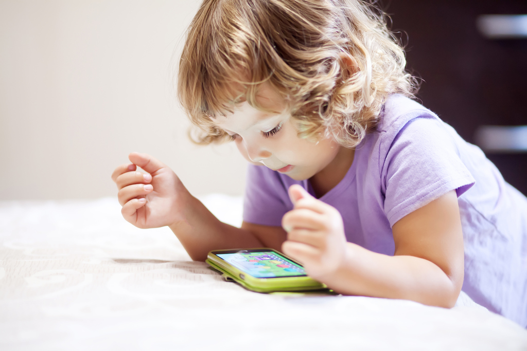 4 веселых видео, которые помогут малышу выучить буквы