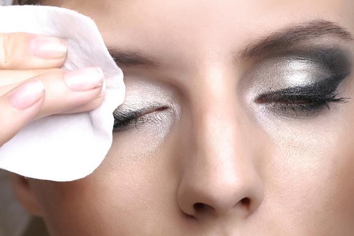 8 ответов на вопросы об уходе за кожей вокруг глаз